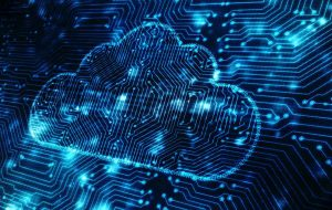 Concept cloudcomputing: computerchip in de vorm van een wolk