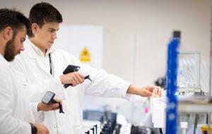 Studenten in een laboratorium