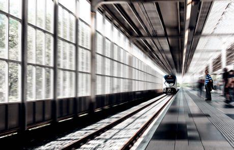 Trein in station Amsterdam Amstel