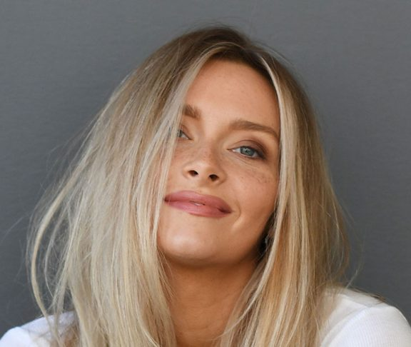 Si Swimsuit Cover Model Camille Kostek Is Encouraging Women To Love Their Bodies And Themselves Modern Wellness Guide