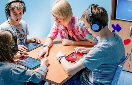 grupa dzieci w trakcie zajęć