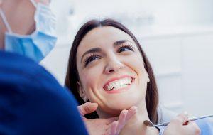 kobieta u stomatologa