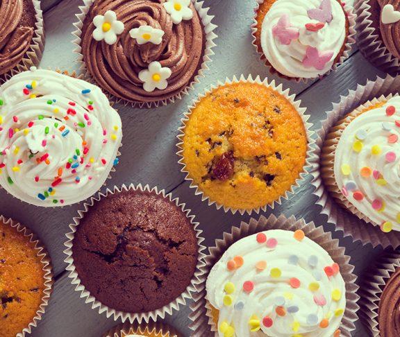 różne rodzaje słodkich muffinek