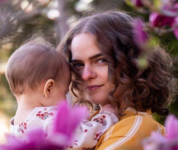 mom elisabeth leger with newborn