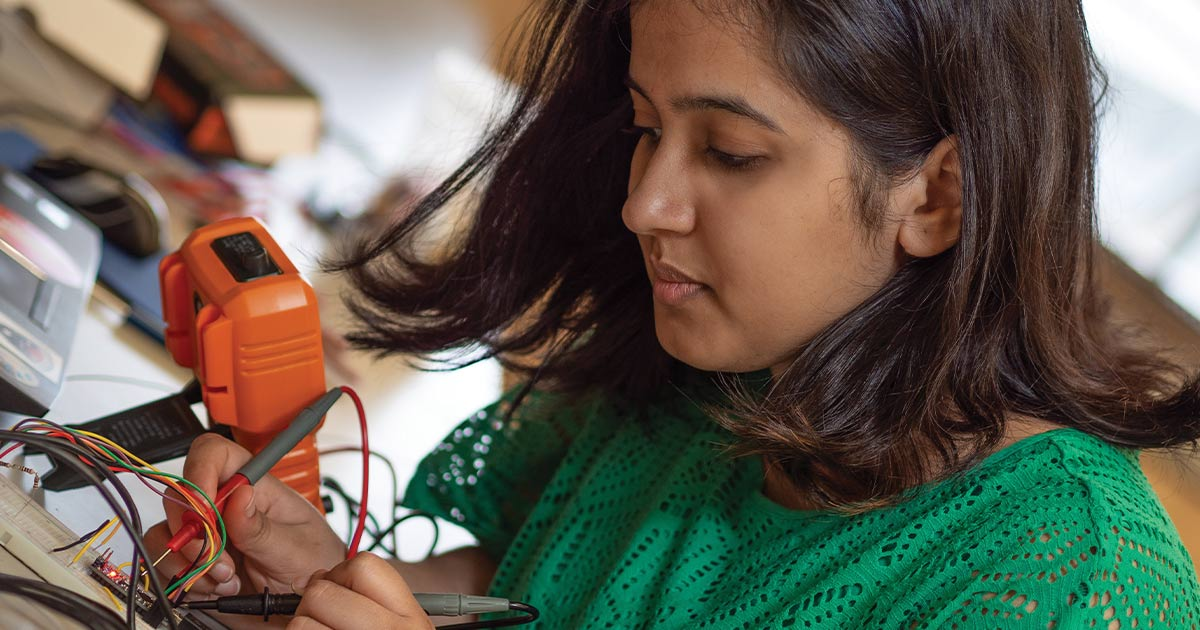Rashmi Prakash working on electronics