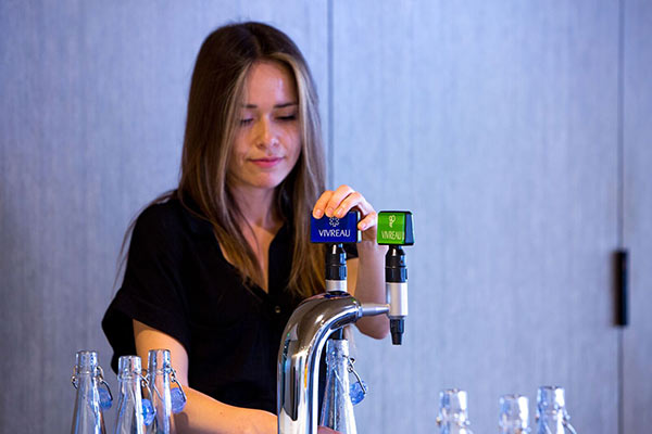 Bartender pouring Vivreau