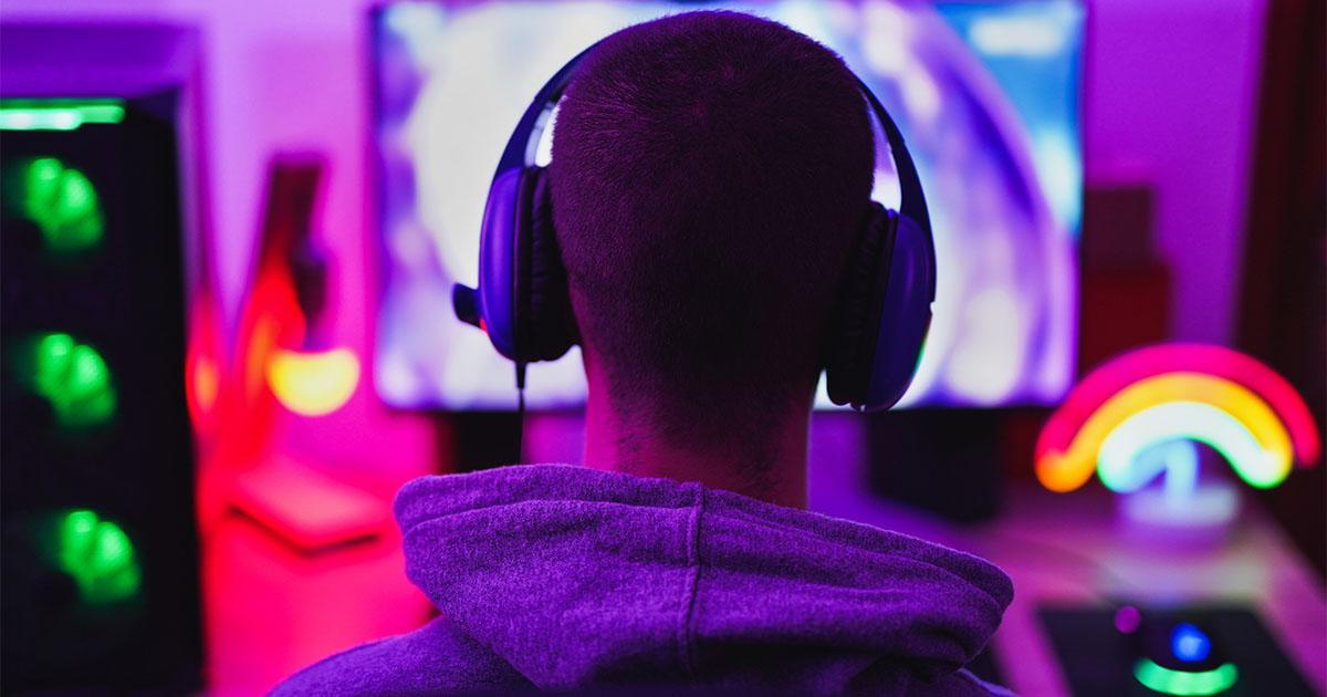 young-man-gaming-cybernb