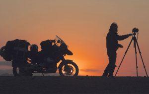 Das Motorrad, eine Kombination aus Kamel und Geländewagen