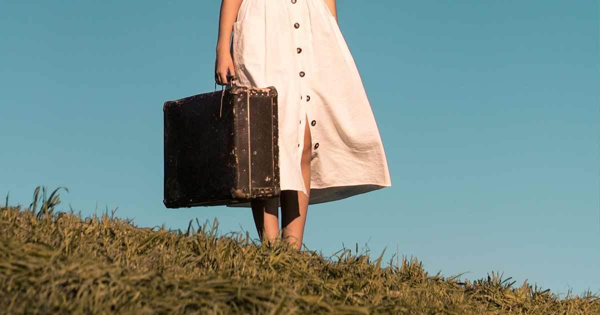 kvinna med väska