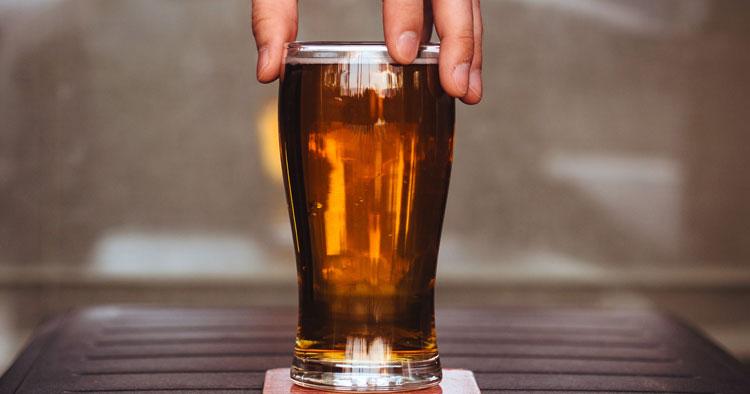 Ett glas öl.