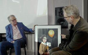 Lasse Berghagen möter Jontefondens grundare Tommy Ivarsson och han får en tavla målad med inspiration av Teddybjörnen Fredriksson. Konstnär; Linda Vagnelind