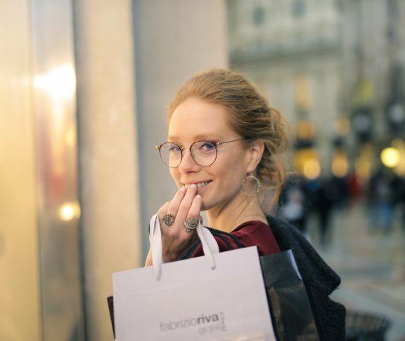 269e16b9c Prečo nekupovať lacné okuliare z drogérií a tržníc? Úspora pár stoviek môže  vážne poškodiť zrak - info-zdravie.sk
