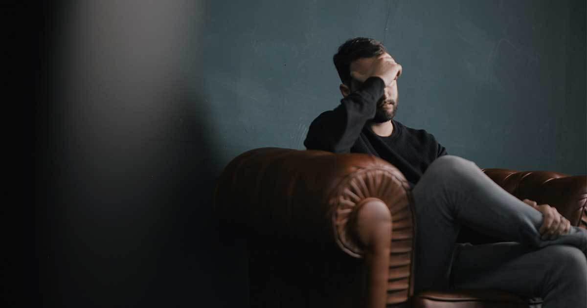 Ångest man soffa