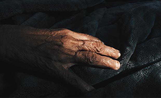 Gammal hand. Foto: Unsplash