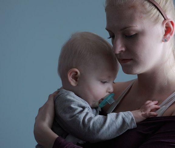bostadsbrist drabbar kvinnor och barn som är utsatta
