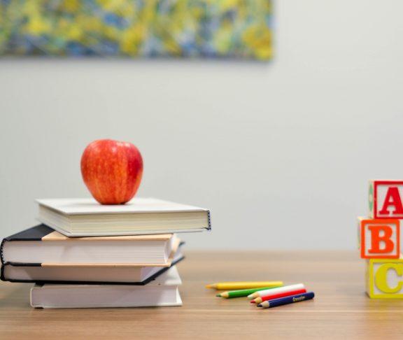 Äpple böcker pennor