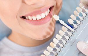 Makelloser Zahnersatz dank Wurzeln aus Keramik