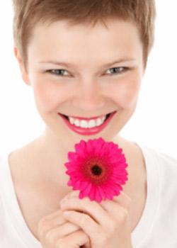Ein schönes Lächeln öffnet Herzen und Türen.