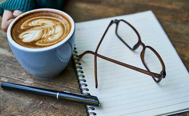 Kaffe och glasögon