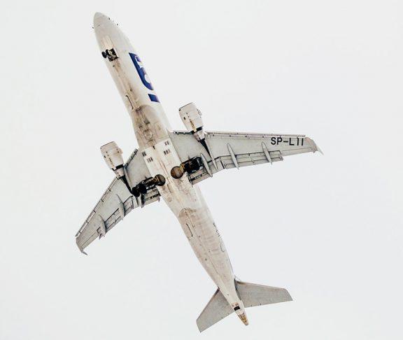 zdjęcie samolotu na niebie