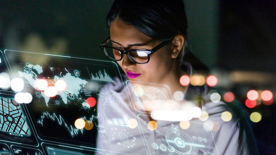 młoda kobieta pracująca z nowoczesnymi technologiami