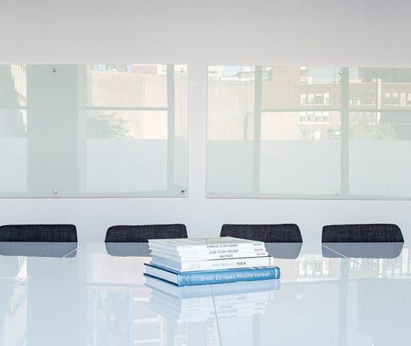 pusta sala konferencyjna w biurze