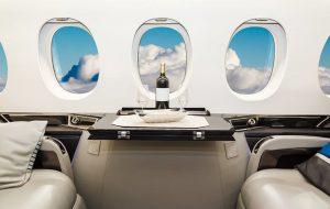 soit wnętrze samolotu szampan przestworza