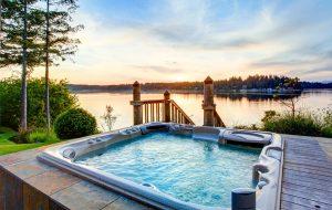 Udespa med udsigt til sø