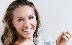 Anne Bech med vandflaske