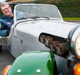 MIkkel Thomsager i gammel klassisk bil