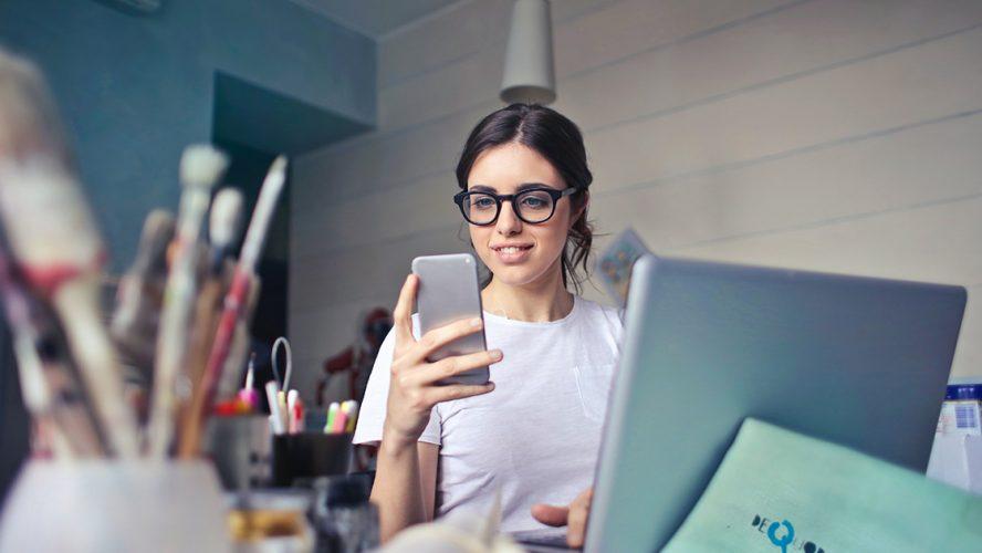 girl phone laptop anxiety canada