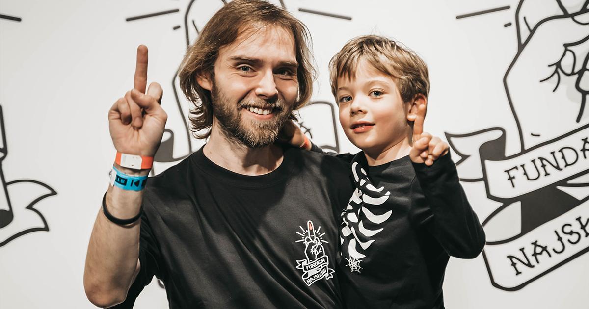 Marek Lubański z synem Antkiem - wolontariusz Fundacji Najsłodsi