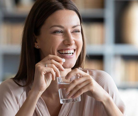 kobieta-suplementy-zdrowia-dieta-odporność
