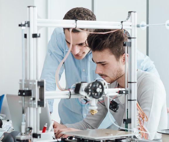 Ingeniørgutter jobber