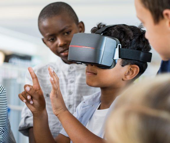 Barn med VR-briller