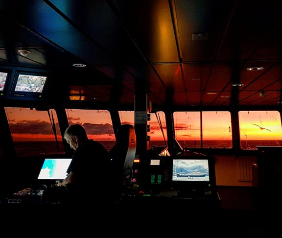 Utsikt fra innsiden av båt