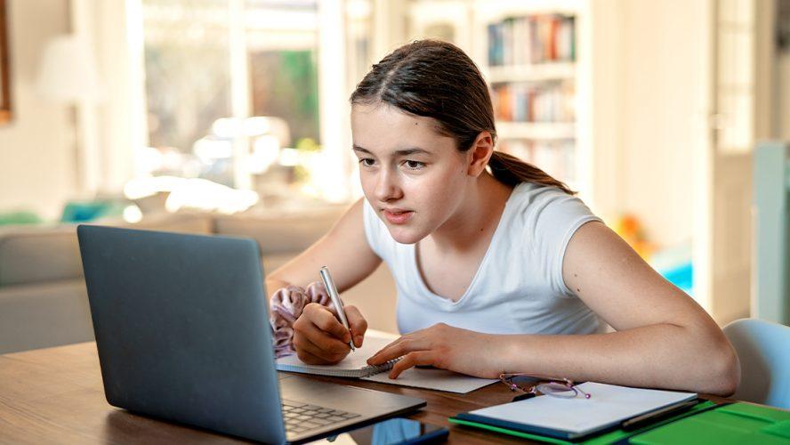 Jente på hjemmeskole