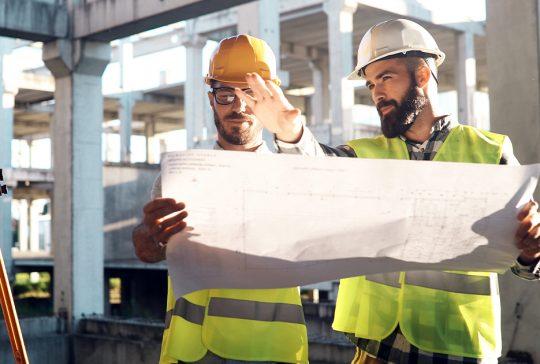 To byggingeniører som planlegger