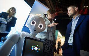 EHiN-konferanse med robot og Bent Høie