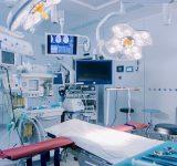 Operasjonsstue med moderne teknologi