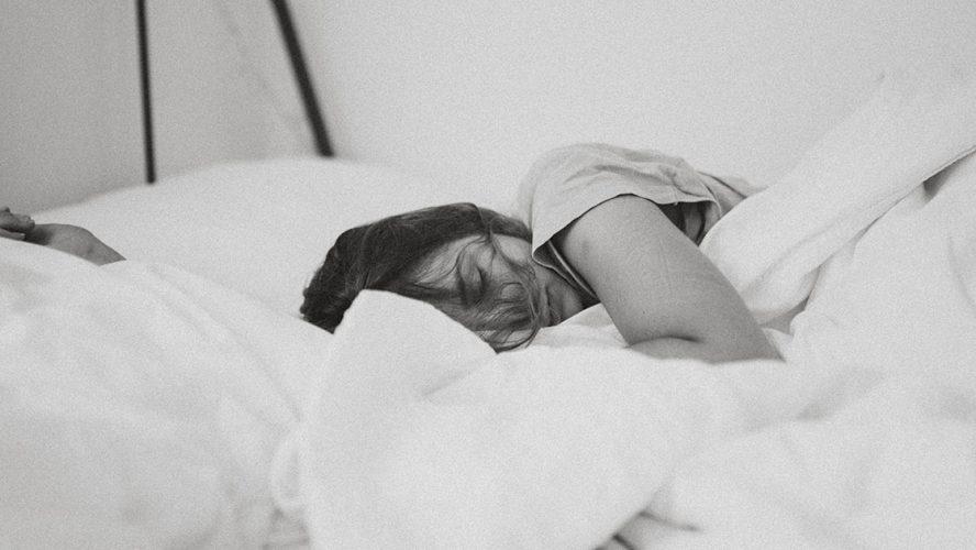 Jente som sover