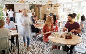 Folk på cafe
