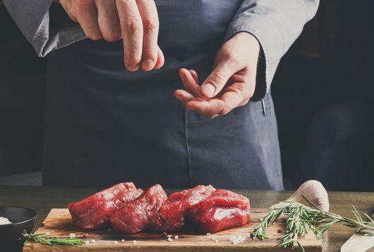 Kok er hjemme hos privat person og laver Private dining