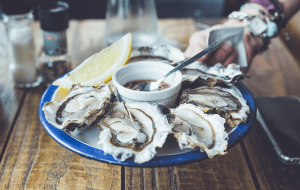 østers på fad