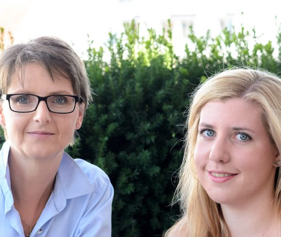 Elisabeth Jodlbauer-Riegler (li) und Anna Jodlbauer (re)