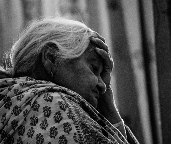 dementia old lady around the world