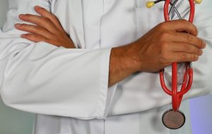 doctor stethoscope helping lungs