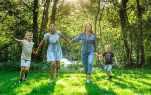 Jill et ses enfants James (8 ans), Bella-June (10 ans) et Jude (5 ans).
