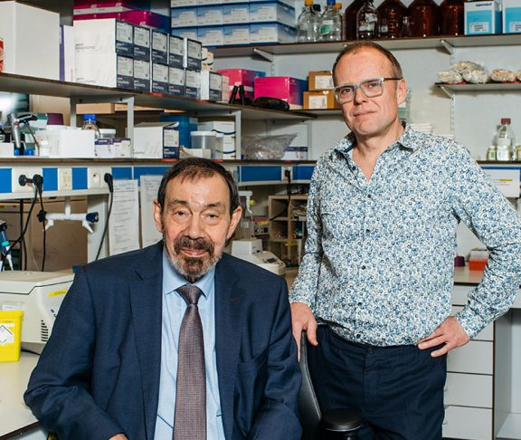 Emeritus prof. Jean-Jacques Cassiman (l) en Gert Matthijs (r)