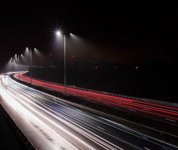 Grâce à un système de gestion technique centralisée, l'intensité de l'éclairage des luminaires LED sera modulable en temps réel.